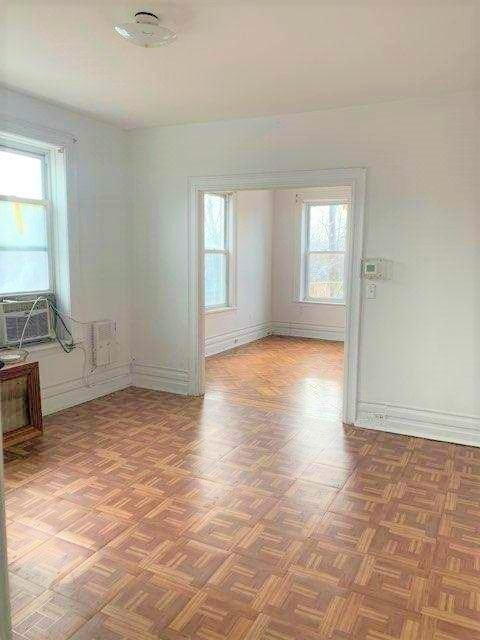 3 Bedrooms, Dyker Heights Rental in NYC for $2,150 - Photo 2