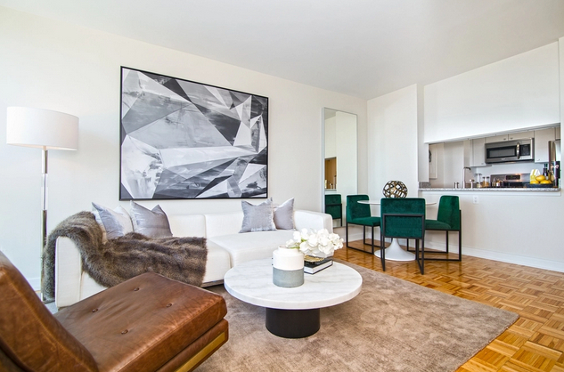 2 Bedrooms, Long Island City Rental in NYC for $3,999 - Photo 1