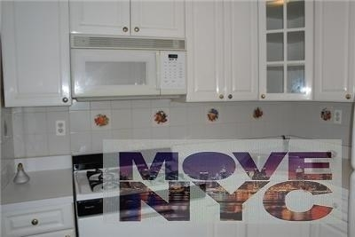 3 Bedrooms, Hell's Kitchen Rental in NYC for $2,375 - Photo 2