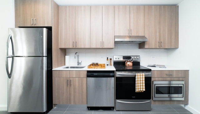 Studio, Hunters Point Rental in NYC for $2,585 - Photo 2