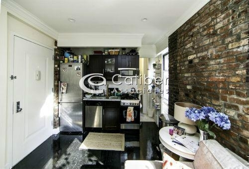 3 Bedrooms, Gramercy Park Rental in NYC for $4,820 - Photo 2