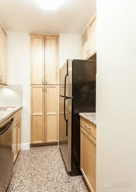 2 Bedrooms, Lincoln Square Rental in NYC for $6,826 - Photo 2