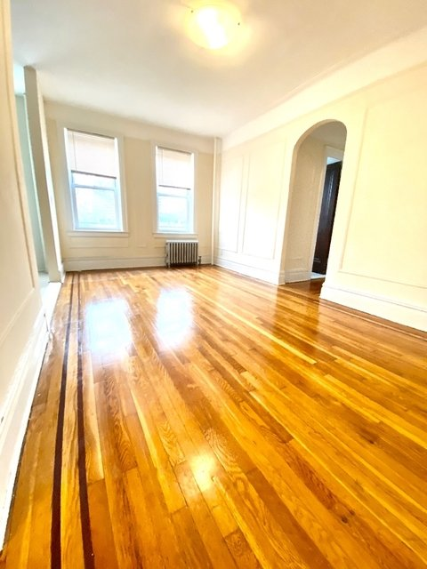 1 Bedroom, Steinway Rental in NYC for $2,095 - Photo 1