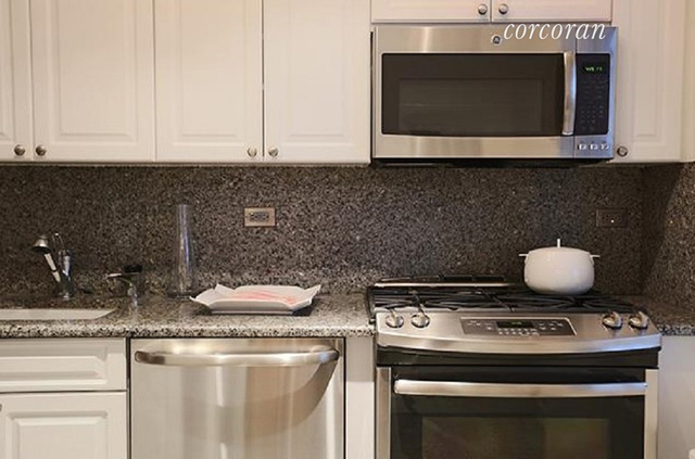 1 Bedroom, Yorkville Rental in NYC for $4,695 - Photo 2