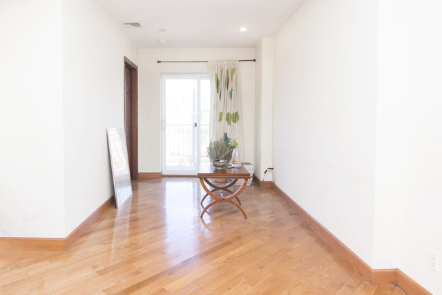 3 Bedrooms, Steinway Rental in NYC for $2,750 - Photo 2