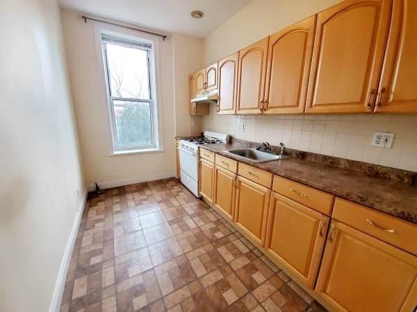 1 Bedroom, Sunset Park Rental in NYC for $2,000 - Photo 2