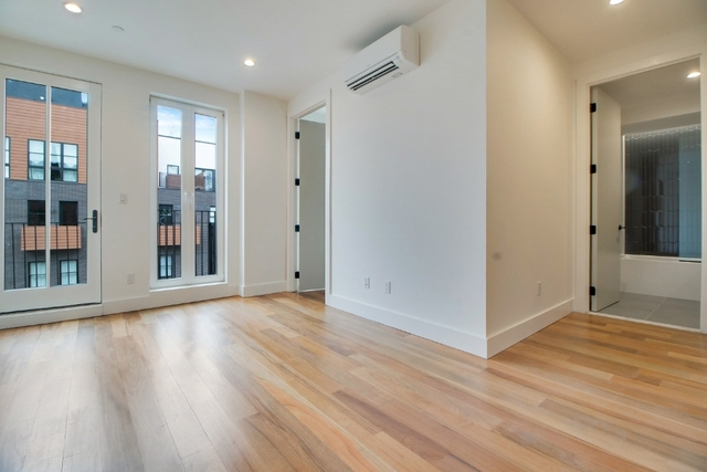 3 Bedrooms, Greenpoint Rental in NYC for $5,800 - Photo 2