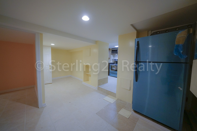 2 Bedrooms, Ditmars Rental in NYC for $2,000 - Photo 2