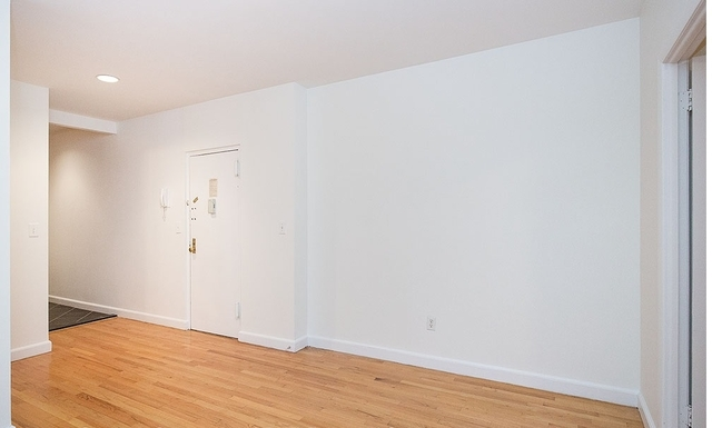 1 Bedroom, Yorkville Rental in NYC for $2,495 - Photo 2