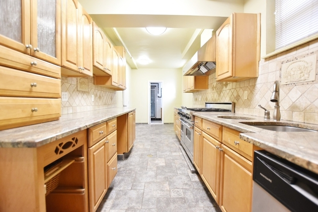 3 Bedrooms, Ditmars Rental in NYC for $3,400 - Photo 1
