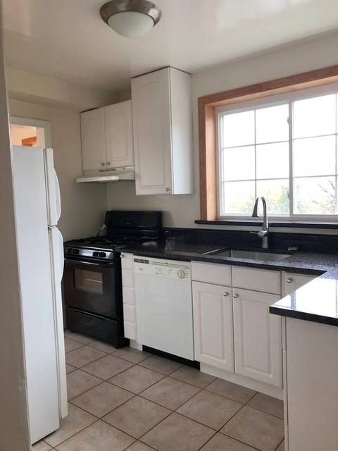 2 Bedrooms, Douglaston Park Rental in Long Island, NY for $2,300 - Photo 2