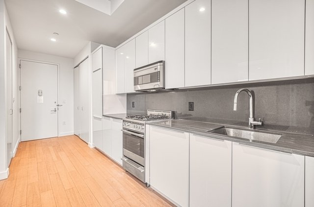 1 Bedroom, Financial District Rental in NYC for $3,188 - Photo 2