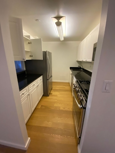 1 Bedroom, Financial District Rental in NYC for $5,333 - Photo 2