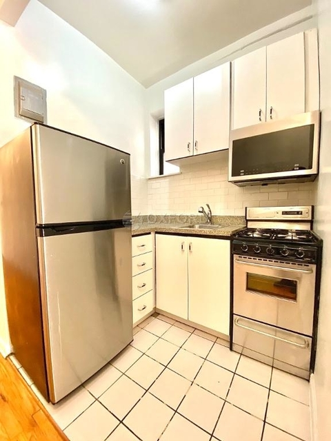 1 Bedroom, Yorkville Rental in NYC for $2,177 - Photo 2