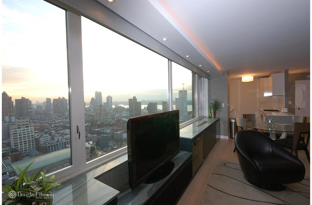 2 Bedrooms, Hell's Kitchen Rental in NYC for $7,500 - Photo 2