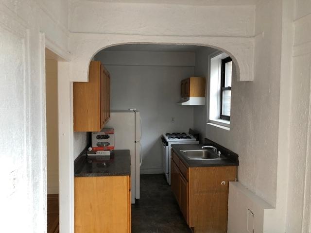 2 Bedrooms, Pelham Parkway Rental in NYC for $2,100 - Photo 2