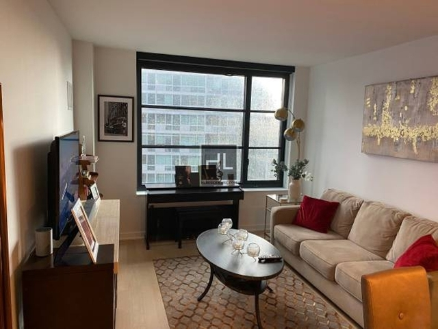 Studio, Hell's Kitchen Rental in NYC for $3,550 - Photo 2