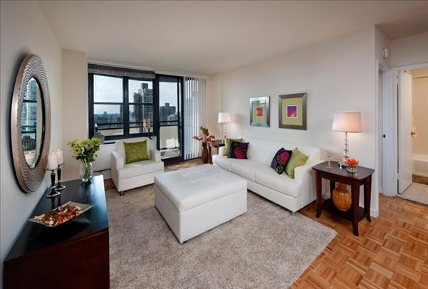 1 Bedroom, Yorkville Rental in NYC for $4,174 - Photo 2