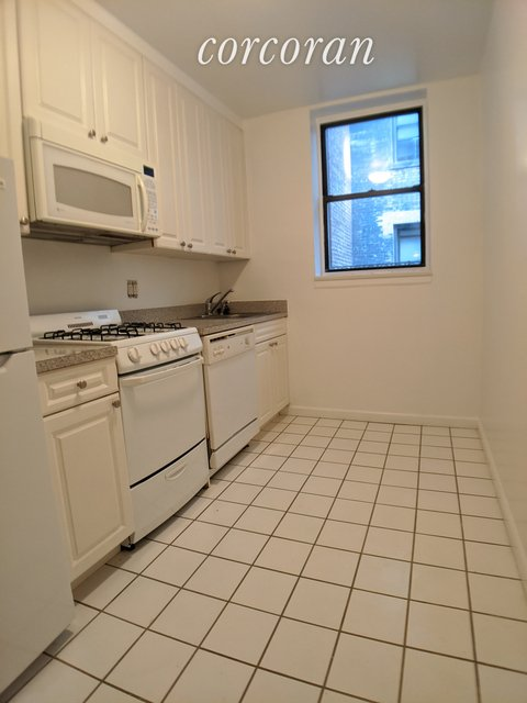 Studio, Hell's Kitchen Rental in NYC for $1,925 - Photo 2