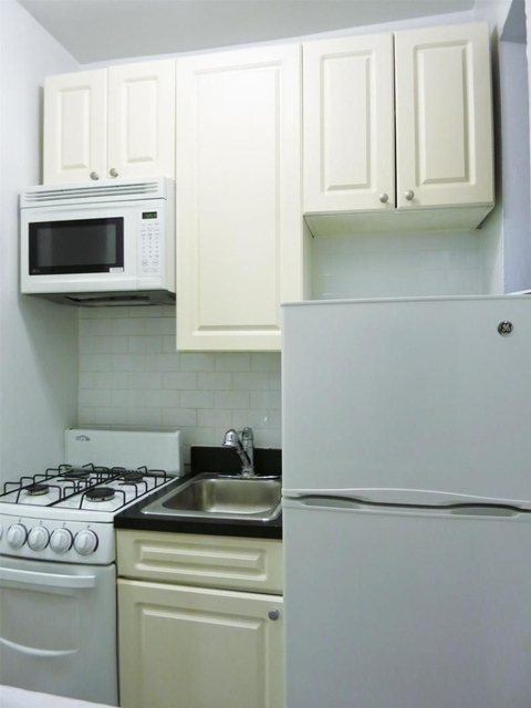 1 Bedroom, Yorkville Rental in NYC for $2,222 - Photo 2