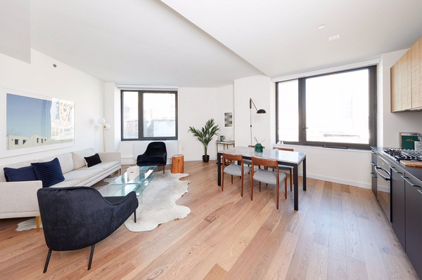2 Bedrooms, Hell's Kitchen Rental in NYC for $6,214 - Photo 2