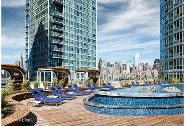 2 Bedrooms, Hunters Point Rental in NYC for $6,499 - Photo 2