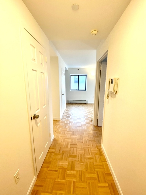 2 Bedrooms, Astoria Rental in NYC for $2,450 - Photo 2