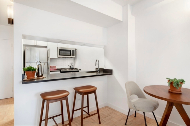 Studio, Yorkville Rental in NYC for $3,462 - Photo 2