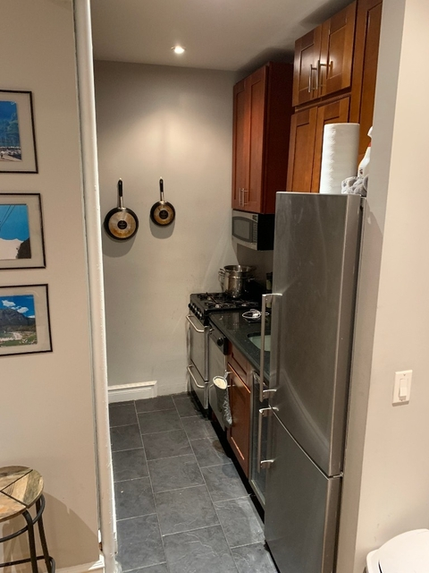 2 Bedrooms, Rose Hill Rental in NYC for $1,800 - Photo 2