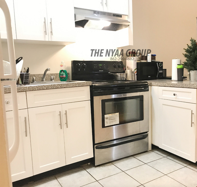 3 Bedrooms, Upper East Side Rental in NYC for $3,600 - Photo 2