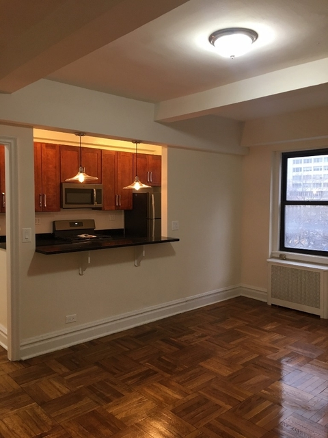 2 Bedrooms, Yorkville Rental in NYC for $4,000 - Photo 1