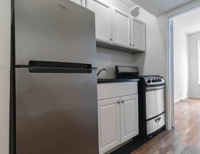 1 Bedroom, Yorkville Rental in NYC for $2,075 - Photo 2