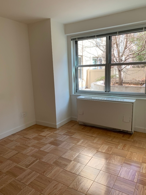 1 Bedroom, Yorkville Rental in NYC for $3,395 - Photo 2