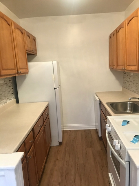 2 Bedrooms, Rego Park Rental in NYC for $2,500 - Photo 2