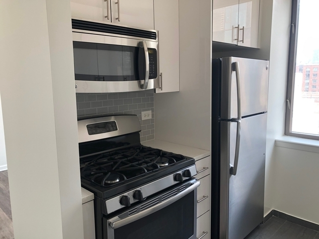 2 Bedrooms, Hell's Kitchen Rental in NYC for $3,950 - Photo 2