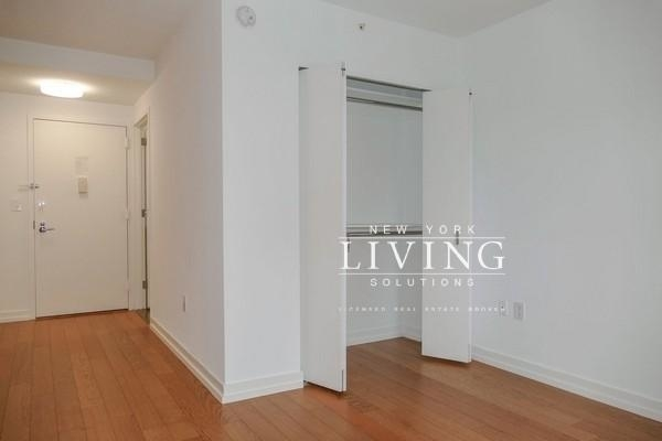 Studio, Upper West Side Rental in NYC for $3,277 - Photo 2
