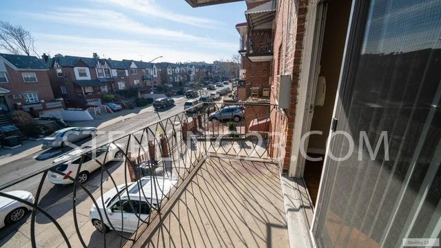 3 Bedrooms, Ditmars Rental in NYC for $3,150 - Photo 2