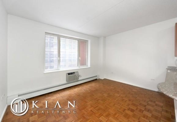 2 Bedrooms, Civic Center Rental in NYC for $5,995 - Photo 2