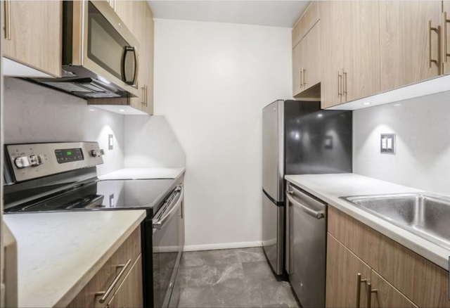 3 Bedrooms, Hell's Kitchen Rental in NYC for $4,295 - Photo 1