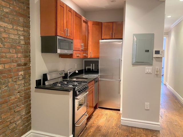 4 Bedrooms, Hell's Kitchen Rental in NYC for $5,715 - Photo 2