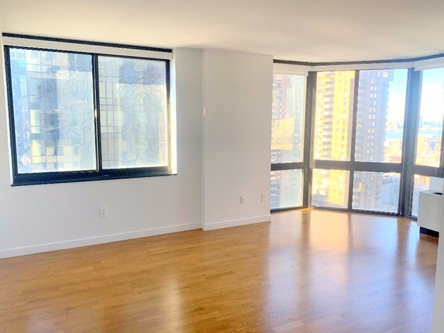 2 Bedrooms, Hell's Kitchen Rental in NYC for $4,995 - Photo 2