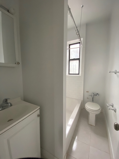 2 Bedrooms, Inwood Rental in NYC for $1,950 - Photo 2