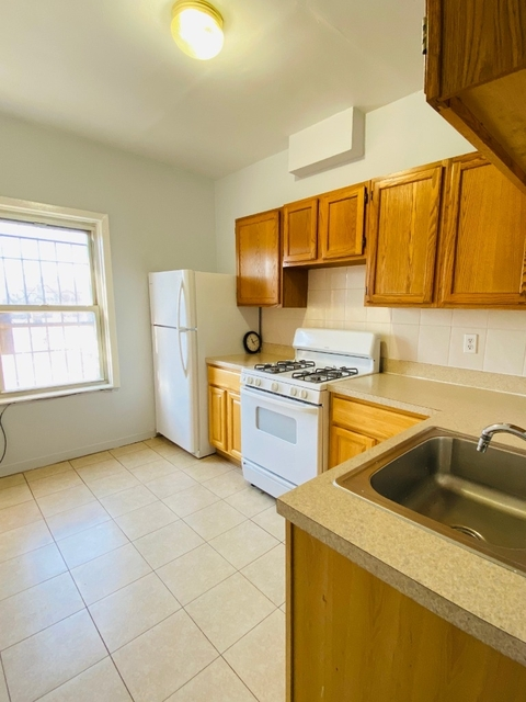 3 Bedrooms, Sunnyside Rental in NYC for $2,295 - Photo 2