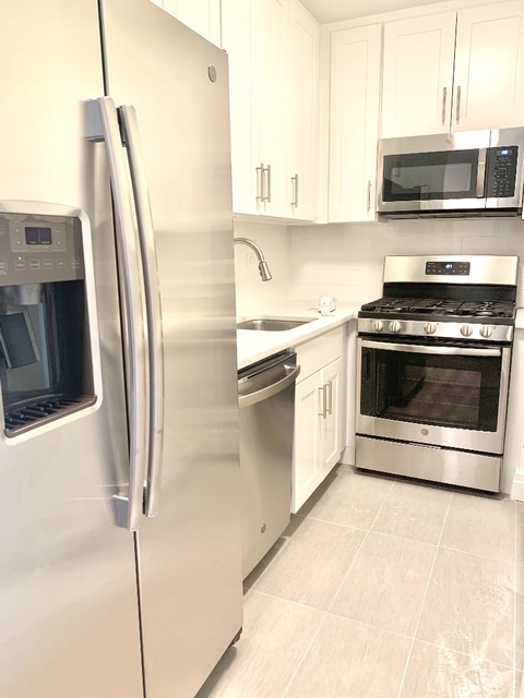 1 Bedroom, Yorkville Rental in NYC for $3,330 - Photo 2