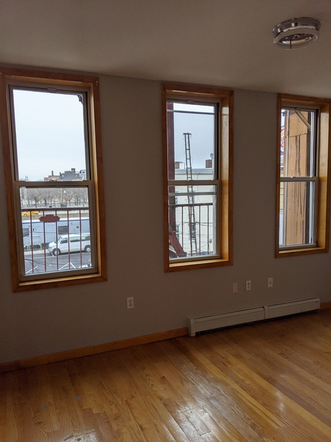 3 Bedrooms, Astoria Rental in NYC for $2,800 - Photo 2