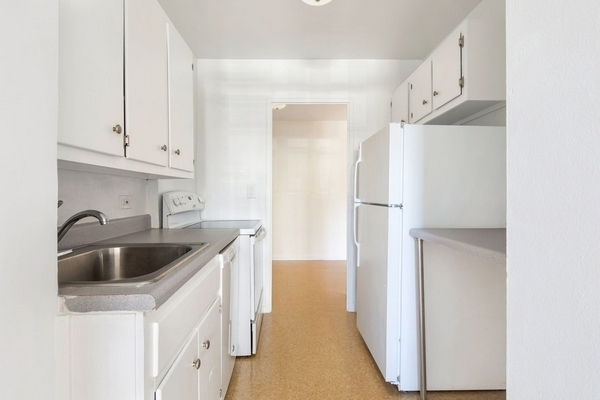 3 Bedrooms, LeFrak City Rental in NYC for $2,875 - Photo 2