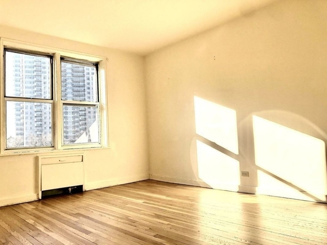 3 Bedrooms, Forest Hills Rental in NYC for $2,700 - Photo 1