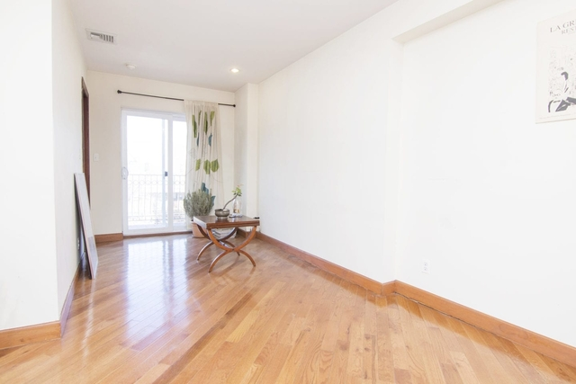 3 Bedrooms, Steinway Rental in NYC for $2,700 - Photo 2