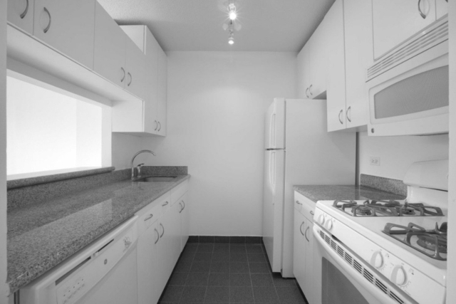 1 Bedroom, Lincoln Square Rental in NYC for $2,900 - Photo 2