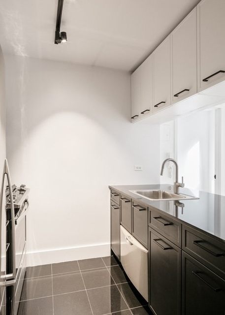 1 Bedroom, Financial District Rental in NYC for $3,195 - Photo 2